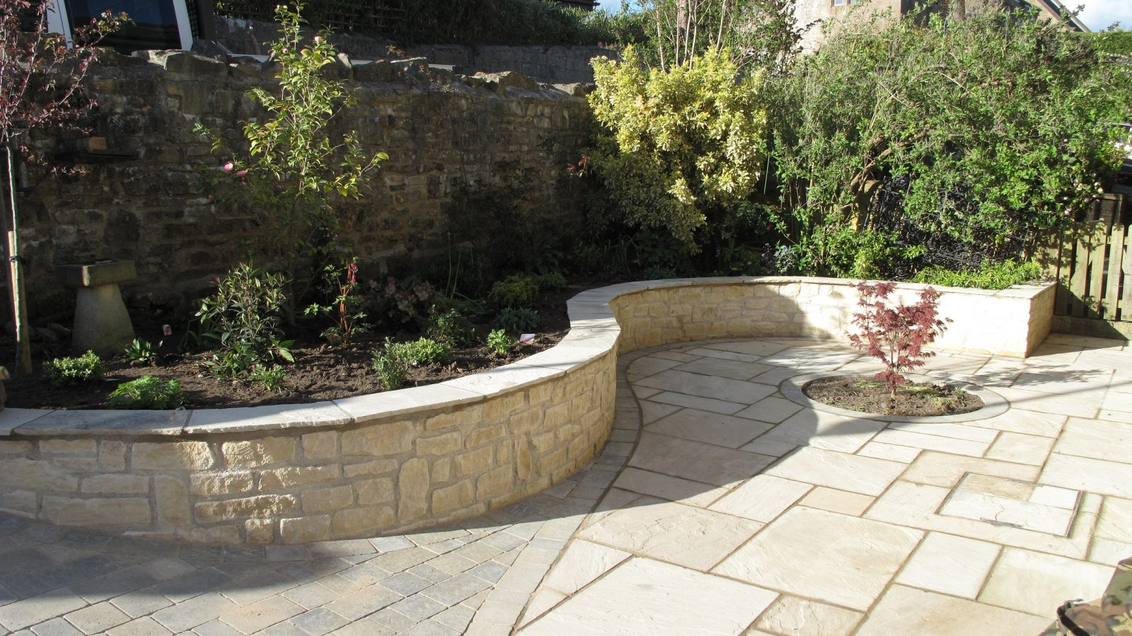 Curved front garden